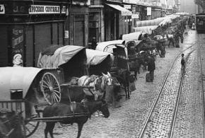 Carros de descàrrega al mercat de Sant Josep - Boqueria